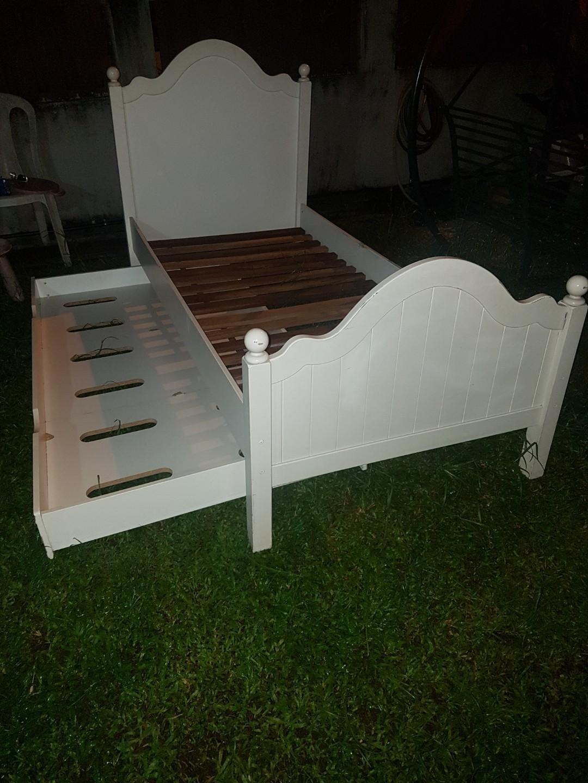 Katil Single Dan Pull Out Siap Hantar Home Furniture Furniture On Carousell