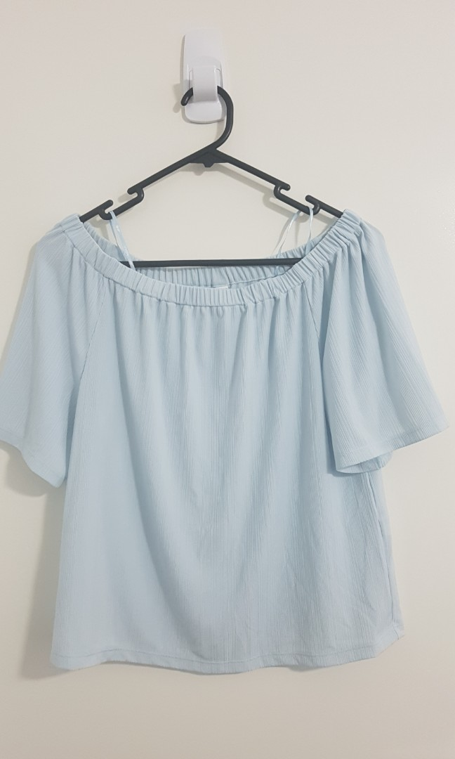 44a41b4ffb1 Light Blue Uniqlo Off Shoulder Top, Women's Fashion, Clothes on Carousell