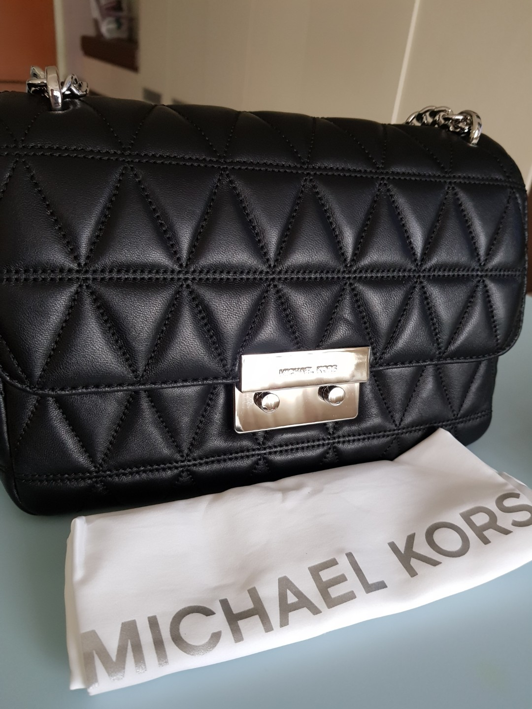 ... MICHAEL KORS SLOGAN LARGE, Luxury, Bags Wallets, Handbags o reputable  site 806bc 3ee39 ... 265b061058