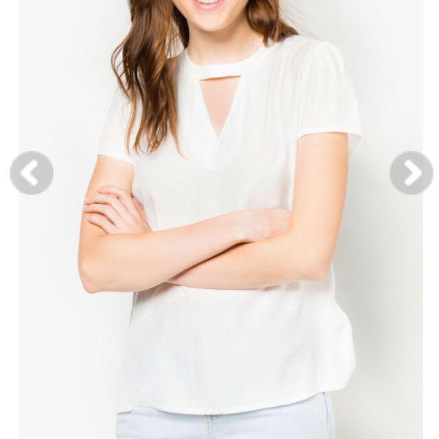 [REDUCED] ZALORA BASICS Basic V-Neck Top Size S