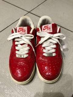 🚚 Nike運動鞋 22.5碼 慢跑鞋 球鞋 休閑鞋 版型正常約穿過10次內左右 後跟有點髒請自己清洗 鞋面是光面的折痕非裂痕