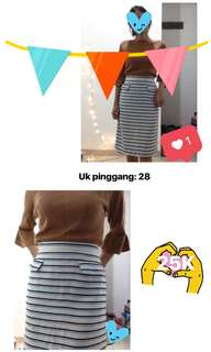 Skirt with blue white line