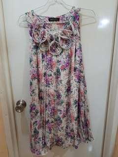 Dress  Simplicity motif flower