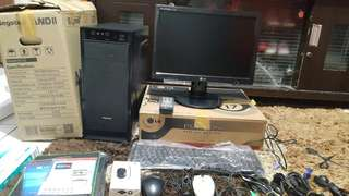 Lg lcd monitor 1set semua masih baru ya beli tidak mau pakai tarok di toko aja kalau mau tanya lht geser pic aja jamin masih bagus 100%