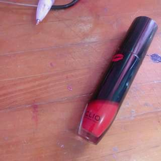 clio tension lip red