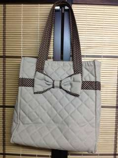 NARAYA QUILTED BOW BOOK BAG IN MILKY BROWN
