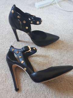 Marciano heels size 6.5