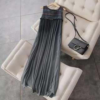 🚚 二手近新❤️日本標深灰色棉麻精緻刺繡寬鬆長洋S號(孕婦裝)