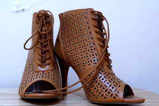 Stiletto brown