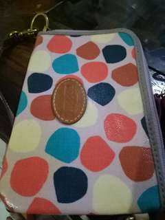used fossil wristlet (flaw on the 5th picture)