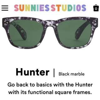 Sunnies Hunter (Black Marble)