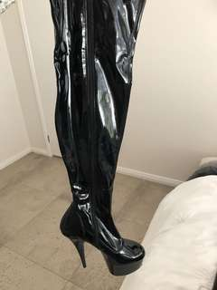 Womens thigh high boots. Pole dancing boots. Very comfortable. Worn once. Stopped dancing. Size 38eu