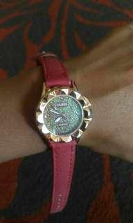 Jam Guess Merah