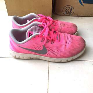 Sepatu nike women run preloved