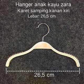 Hanger baju anak kayu