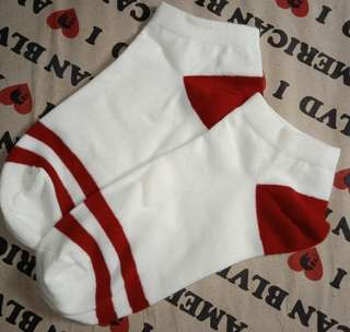 Mumuso white and red stripe socks