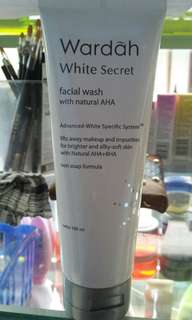 Wardah white secret facial wash with natural AHA
