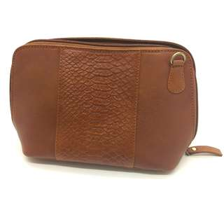 Brand New HydeStyle London Tan Leather Travel Pouch