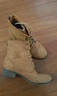 Spurr Boots sz 6
