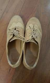 Brown shoes sz 6
