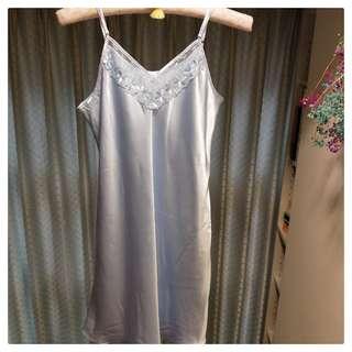 蕾絲細肩絲質修身睡衣-粉藍XL(現貨)