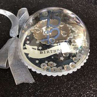 Cake shaker ornament in black and silver