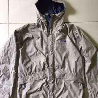 Jaket outdoor by Patagonia