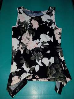 Sleeveless floral top from Missou