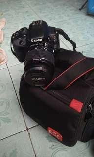 Dijual camera slr 100D masih baru lengkap dan dapat tas nya harga 4jt