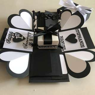 Explosion box with gift box , 8 waterfall in black and white