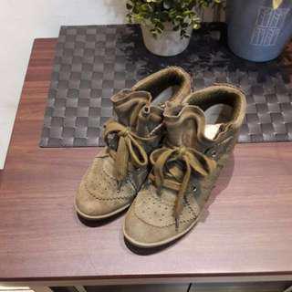 🚚 達芙妮增高鞋