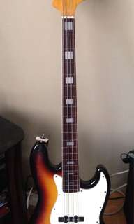 4-String Fretless Bass (Lined)