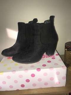 Lipstik Black Suede Boot Heels