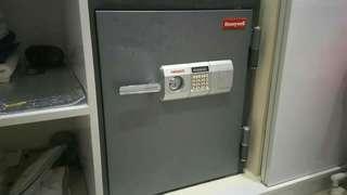 Honeywell Vault Model 5702