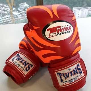 95% NEW TWINS Boxing Gloves 拳套 10OZ (泰拳 / Boxing)