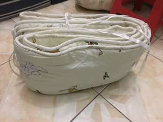 Bumper crib w/comforter