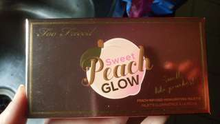 Too faced - sweet peach glow highlighter palette