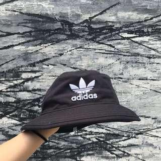 🚚 Adidas漁夫帽