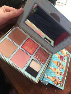 "Benefit cheek parade ""beauty & the beat"" blush kit"