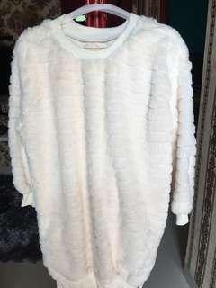 Swearter white fur