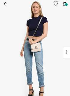 Scallop chain sling bag