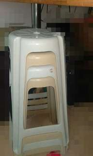 Bar table with 4 plastic stool chair