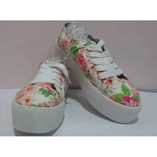 Brand New Aeropostale Floral Platform Shoes (Women Size 7)