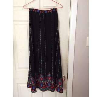 Floral-accented maxi skirt
