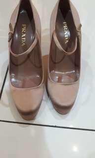 Sepatu Prada