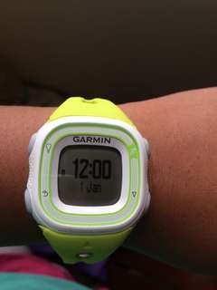 GARMIN FORERUNNER 10 yellow green with Charger