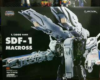 Macross Arcadia SDF1 Brandnew Opened to Inspect Item.