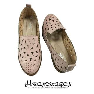 【H.BANDWAGON】超美花朵洞洞鏤空花邊造型低跟休閒鞋 樂福鞋 平底鞋 包鞋