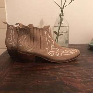 Trendy Wittner boots size 41