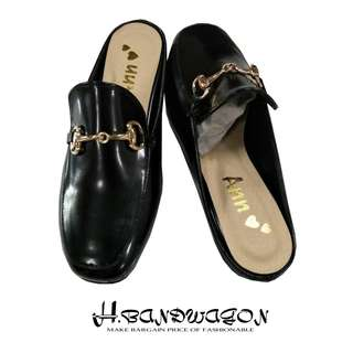 【H.BANDWAGON】歐美復古亮面皮質金鍊造型後空方頭低跟穆勒鞋 拖鞋 涼鞋